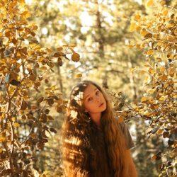 autumn_girl_by_tayaiv-d5c0vx1